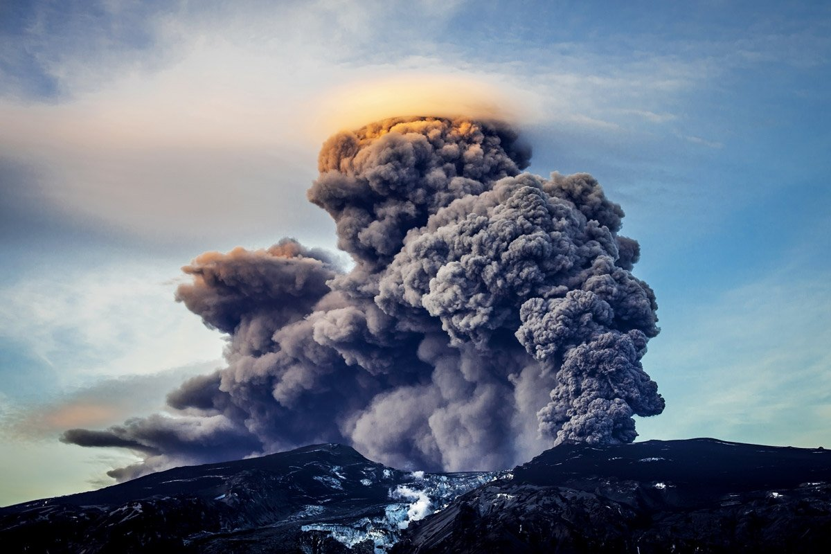 Giant Icelandic volcano 'about to erupt'