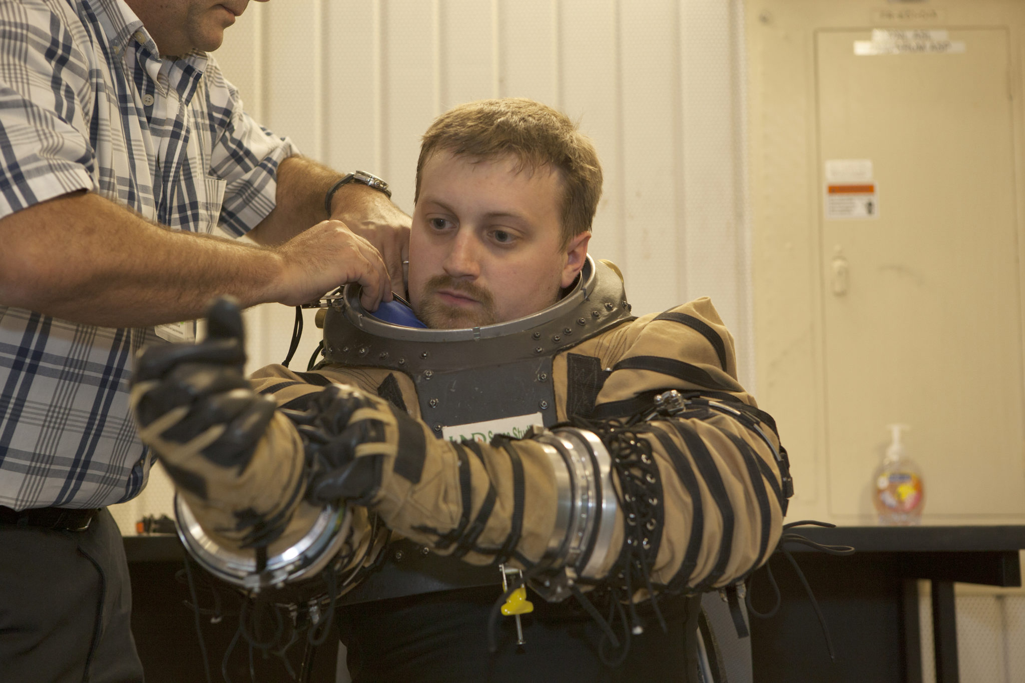 Astronauts Need New Spacesuits For Future Moon and Mars ...